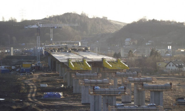 Budowa największej - 2,8-kilometrowej - estakady w ciągu Południowej Obwodnicy Gdańska metodą nasuwania podłużnego.