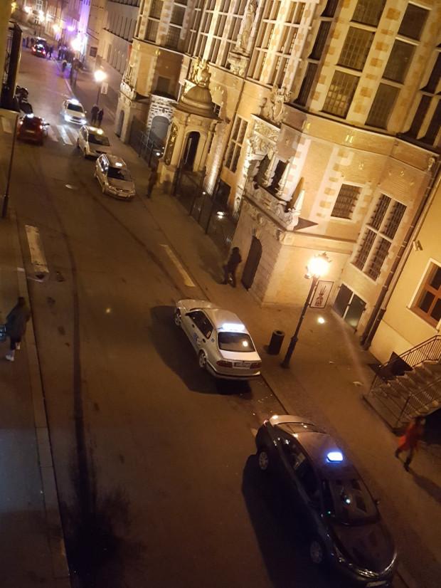 W nocy deptak zamieniał się do tej pory w nieformalny postój taksówek.
