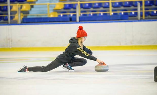 Victoria Sitkiewicz w pierwszych poważnych zawodach wystartowała w  wieku 10 lat. Dziś ma na koncie pokaźny worek medali w kategoriach juniorskich ze złotymi krążkami mistrzostw Polski włącznie.