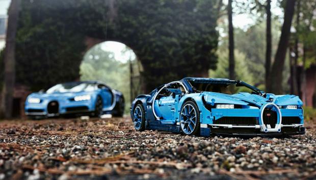 Lego Technic Bugatti Chiron zachwyca odwzorowaniem detali oryginału.