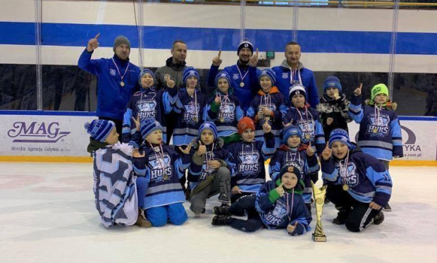 Drużyna z Gdyni zdobyła mistrzostwo Pomorza wygrywając pięć z sześciu meczów.