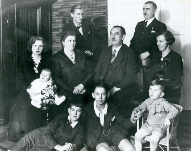 Augustyn Krauze z najbliższa rodziną, lata 30. XX w. Ze zbiorów Muzeum Miasta Gdyni