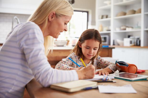 Zasiłek opiekuńczy przysługuje z powodu konieczności osobistego sprawowania opieki nad dzieckiem w wieku do ukończenia 8 lat.