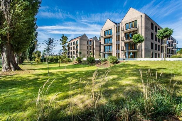 Budynki osiedla Front Park sąsiadują z Opływem Motławy i otaczającą go zielenią. Mają najwięcej głosów w naszym plebiscycie. Czy zyskają tytuł Najciekawszej inwestycji mieszkaniowej 2018 roku?