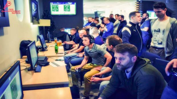 Do restauracji Olimpijska 5 w Gdyni zjechali się fani z całej Polski, by wziąć udział w turnieju Pro Evolution Soccer.