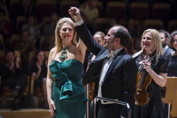 Sukces czwartkowego koncertu to zasługa tych dwojga! Sondra Radvanovsky zachwycała interpretacjami najpopularniejszych operowych szlagierów, a Gianluca Marciano prowadził Orkiestrę PFB tak znakomicie, że godnie partnerowała tak znakomitej artystce.