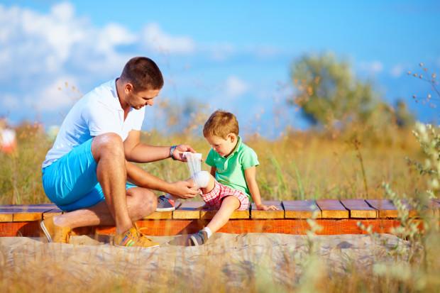 """Często to ojcowie w groźnej dla dziecka sytuacji lub w trakcie wypadku zachowują """"zimną krew""""."""
