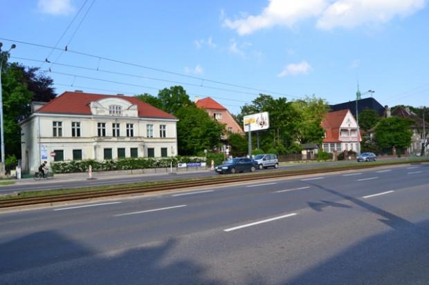 Wille w al. Grunwaldzkiej. Od lewej: rezydencja Mon Plaisir, dawna wypożyczalnia, konsulat Chin.
