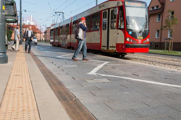 Nawierzchnię trzeba też było zmienić na przystankach wiedeńskich na Przeróbce w 2017 r.