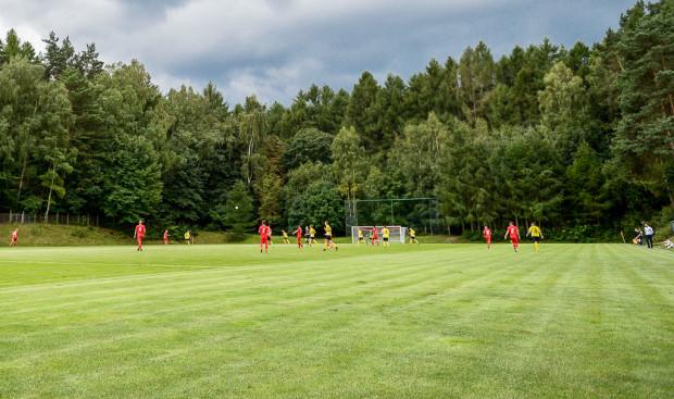Na boisku przy ul. 23 Marca w Sopocie swoje mecze rozgrywają drużyny Sopockiej Akademii Piłkarskiej i Ogniwa Sopot.