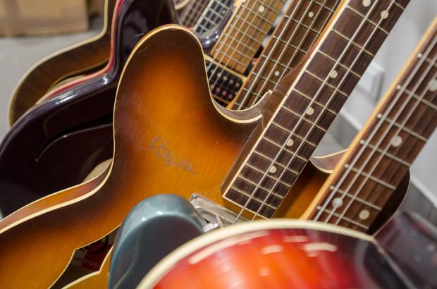 Na wystawie zobaczymy m.in. ponad 30 gitar z okresu lat 50.-70. XX stulecia.