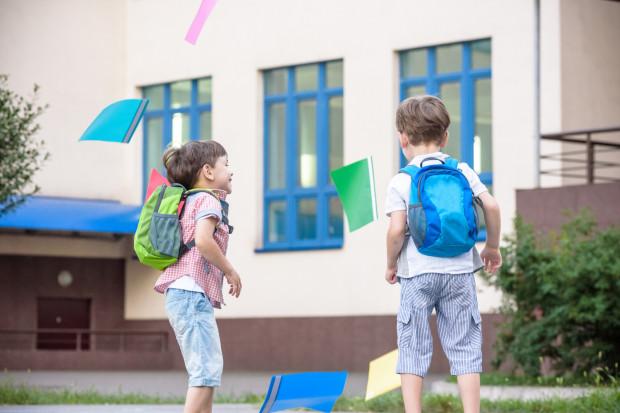 W związku z niespodziewanymi wakacjami od nauki coraz więcej osób zastanawia się, czy z powodu strajku nauczycieli wakacje nie rozpoczną się później.