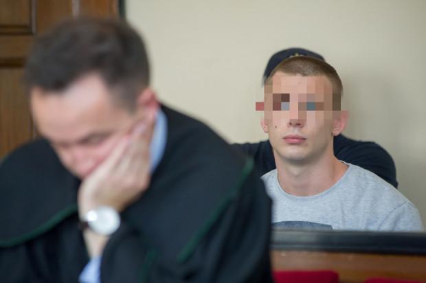 Dominik W. na jednej z rozpraw sądowych