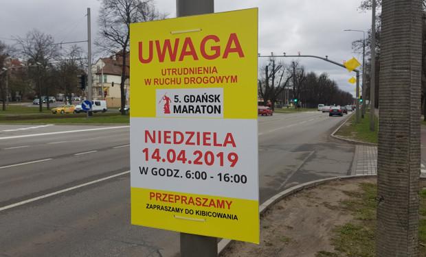 Informacje o utrudnieniach związanych z maratonem widoczne są na mieście od kilku tygodni.