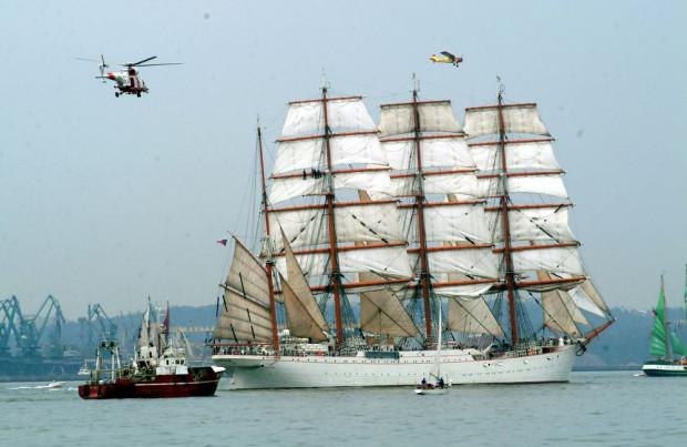 Największy szkolny żaglowiec świata, rosyjski Siedow, wielokrotnie odwiedzał polskie porty i zawsze był wielką atrakcją odbywających się tu zlotów żaglowców. Nz. podczas parady odbywającej się w ramach regat Cutty Sark na wodach Zatoki Gdańskiej w 2003 r.