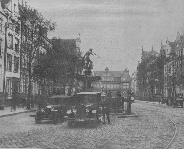 Samochody na Długim Targu, 1926 r. Ze zbiorów PAN Biblioteki Gdańskiej