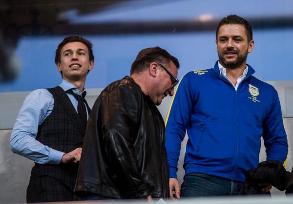 Wojciech Pertkiewicz (z prawej) przyznaje, że w ważnych kwestiach doszło do różnicy zdań, ale zapewnia, iż zarząd klubu nadal współpracuje z Dominikiem Midakiem (z lewej), większościowym akcjonariuszem Arki Gdynia.