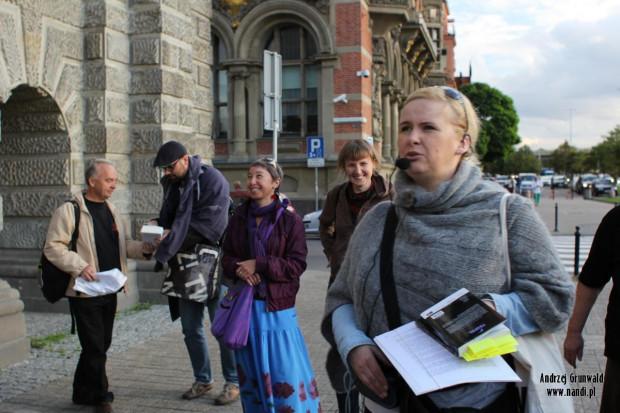 Izabela Żukowska prowadzi śladami komisarza Franza Thiedtke podczas literackiej gry miejskiej.