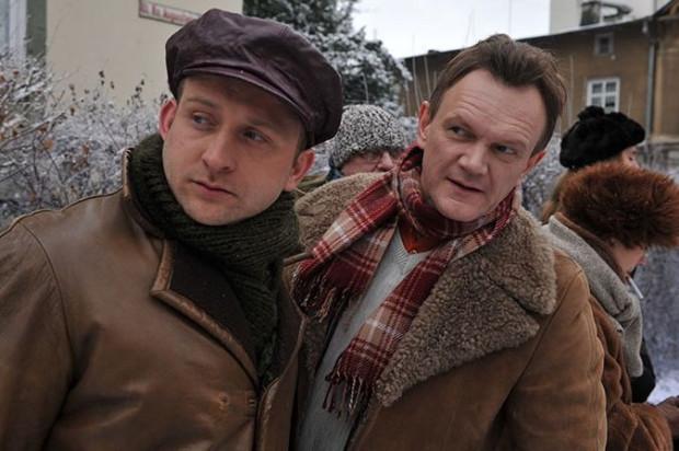 """Borys Szyc i Cezary Pazura zagrali wspólnie w kontynuacji """"Sztosu"""", ale to pierwsza część kręcona głównie w Sopocie zyskała rzesze miłośników komedii Olafa Lubaszenki."""