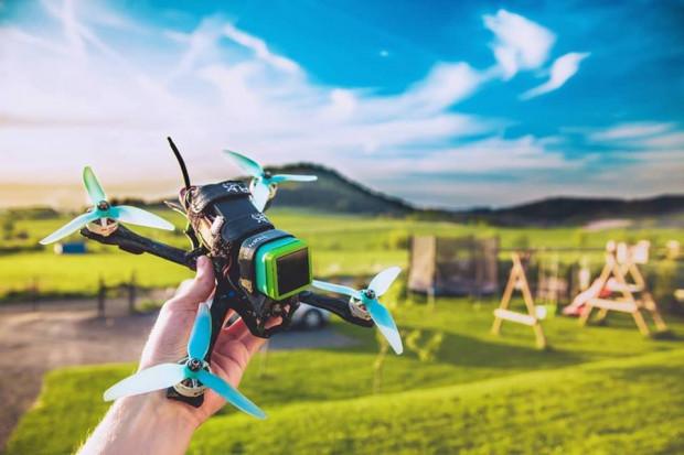 Mówi się o nich, że to sport przyszłości. W rzeczywistości wyścigi dronów rosną w siłę na naszych oczach.