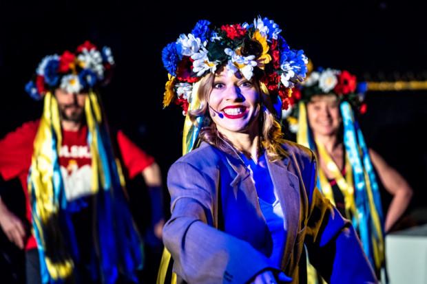 """Spektakl """"Lwów nie oddamy"""" Teatru im. Wandy Siemaszkowej w Rzeszowie poświęcony jest trudnym, pełnym zadawnionych pretensji z obu stron relacjom polsko-ukraińskim. Spektakl zobaczymy 24 maja w Teatrze Miejskim w Gdyni."""