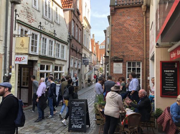 Brema to bardzo urokliwe miasto, które potrafi zaskoczyć na każdym kroku. Najstarsze kamienice w dzielnicy Schnoorviertel pochodzą z XV wieku i stoją ciasno przytulone do siebie.