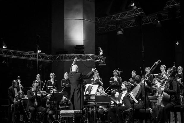 Podczas pierwszego wieczornego koncertu tegorocznej, wielkanocnej odsłony Actus Humanus legendarny William Christie i jego zespół Les Arts Florissants wykonali Pasję wg św. Jana J.S. Bacha.