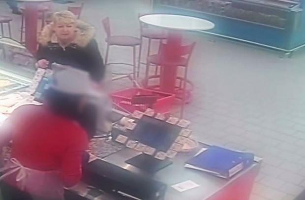Widoczna na zdjęciu kobieta może mieć związek z kradzieżą portfela.