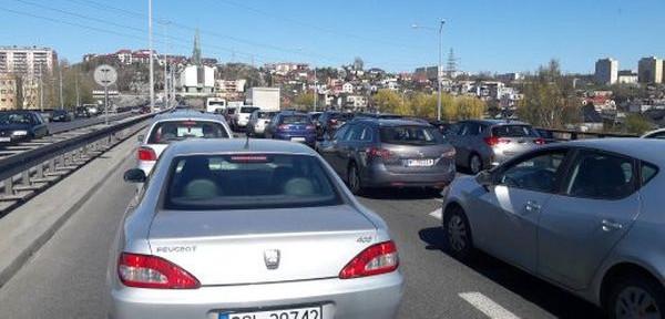 Do końca tego tygodnia kierowcy powinni zarezerwować więcej czasu na dojazdy.