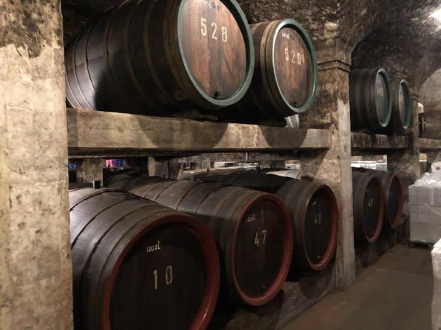 Najstarsza beczka z winem w piwnicach ratusza, datowana jest na 1653 r. a jej nieoficjalna wycena to 70 mln euro.