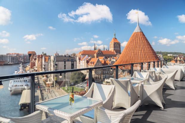 Widok z tarasu baru w hotelu Hilton