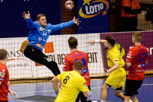 W sezonie zasadniczym Energa Wybrzeże Gdańsk biła wynikami Arkę Gdynia na głowę. W play-out dorobek drużyn został jednak wyczyszczony i teraz to gdańszczanom widmo spadku zagląda w oczy.
