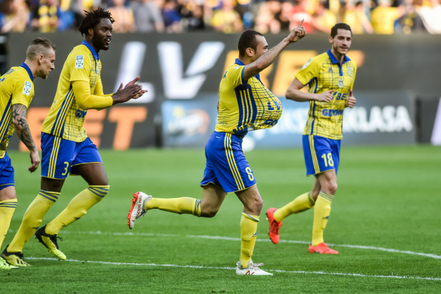 Marcus (nr 8) wierzy, że zwycięstwo nad Miedzią Legnica na dobre odblokowało piłkarzy Arki Gdynia.