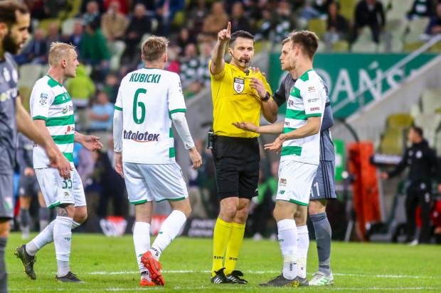 Piłkarze i trener Lechii Gdańsk po przegranej z Legią Warszawa 1:3 mieli olbrzymie zastrzeżenia do pracy sędziego Daniela Stefańskiego.