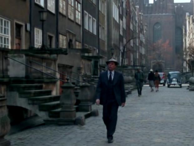 Tytułowy Bednarski to detektyw, który w Wolnym Mieście Gdańsku podejmuje się rozwikłania różnych zagadek kryminalnych. Postać na mały ekran powołali aktor Stefan Friedmann i reżyser Paweł Pitera.