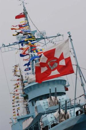 Gala banderowa i proporzec dziobowy.
