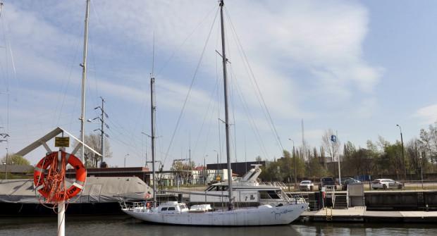 """Opiekunowie jachtu """"Joseph Conrad"""" liczą, że jednostka jesienią znowu będzie pływać."""