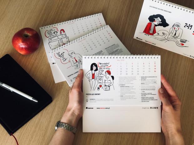 W tym roku treści w kalendarzu dotyczą zagadnień prawnych z zakresu współpracy z kontrahentami, a do stworzenia ilustracji w kalendarzu zaproszono trójmiejską rysowniczkę Magdę Danaj, znaną z tworzenia Porysunków.
