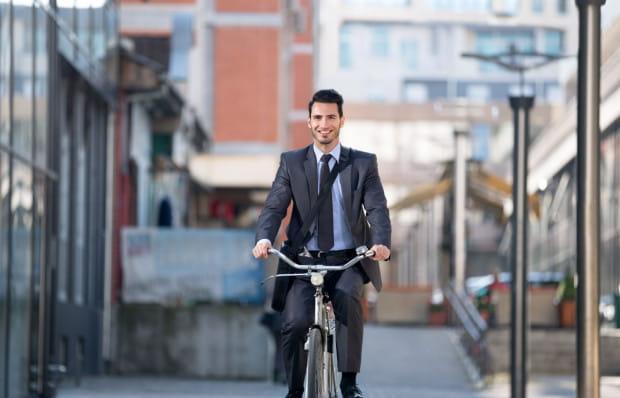Trójmiejscy pracownicy chętnie dojeżdżają do pracy rowerem.