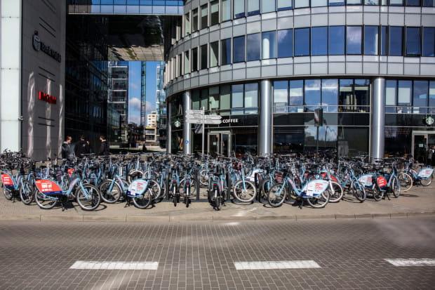 Największa liczba rowerów Mevo regularnie parkuje przy biurowcach kompleksu Olivia Business Centre w Oliwie. Pojawiają się rano, a znikają stąd po godzinie 15, wraz z pierwszą falą kończących pracę.