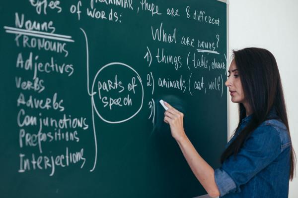 Jak przekonują specjaliści, posłanie dziecka do szkoły dwujęzycznej zawsze będzie dobrym pomysłem. Należy jednak bardzo dokładnie rozważyć, jaki ma być drugi nauczany język. Raz podjęta decyzja powinna być bowiem ostateczna.
