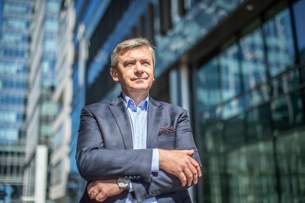 - Lider powinien imponować pracownikom swoją wiedzą ekspercką i menedżerską, ale także otwartością na nowości, gotowością do wyjścia poza rutynę, twórczym podważaniem dotychczasowych sposobów działania - twierdzi Andrzej Popadiuk, prezes Gdańskiej Fundacji Kształcenia Menedżerów.