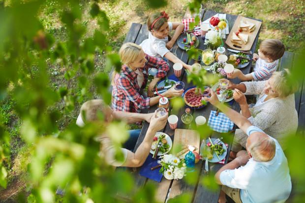 W weekend warto wybrać się na rodzinny piknik. To jedna z naszych propozycji.