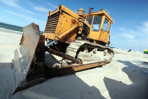 Wkrótce na plażę między Jelitkowem a Brzeźnem wjedzie ciężki sprzęt, by rozprowadzić piach wydobyty z dna zatoki.