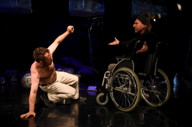 """W Teatrze Miniatura tym razem za grosze można nabyć bilet na spektakl dla dorosłych - """"Wieloryb""""."""