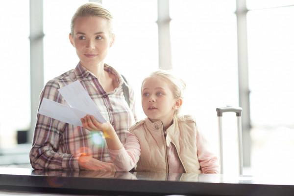 Podczas podróży z dzieckiem konieczne jest posiadanie przy sobie jego dokumentu tożsamości.