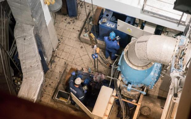 Po niemal czterech dniach zrzutu ścieków do Motławy w przepompowni w zeszłym roku zamontowano pierwszy, sprowadzony z Holandii silnik. Uszczelnianie komory jednak jeszcze będzie prowadzone w ramach prac modernizacyjnych, które mają potrwać do 2021 roku.