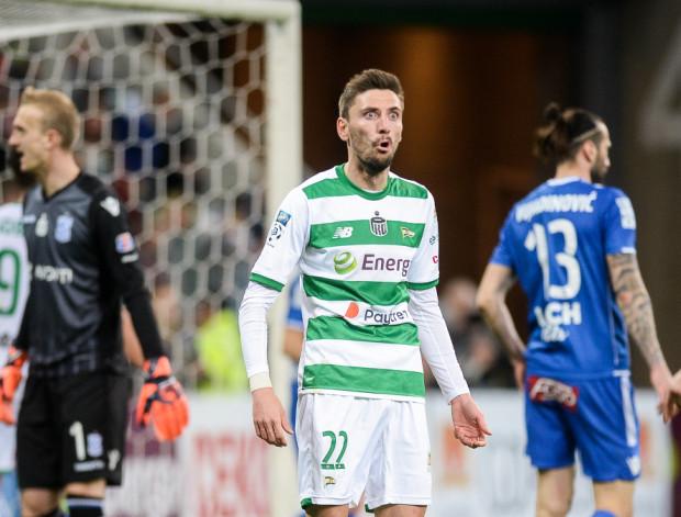 Filip Mladenović zaliczył w Poznaniu kapitalną asystę przy pięknym golu Michała Maka, ale Lech w doliczonym czasie potrafił strzelić zwycięskiego gola.