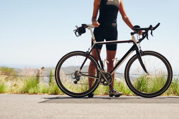 Popularnym rozwiązaniem w triathlonie jest użycie roweru szosowego z lemondką.