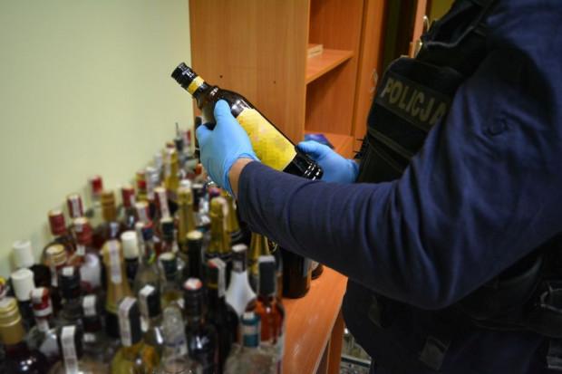 W skontrolowanych klubach policjanci zabezpieczyli ponad 800 butelek różnych alkoholi.